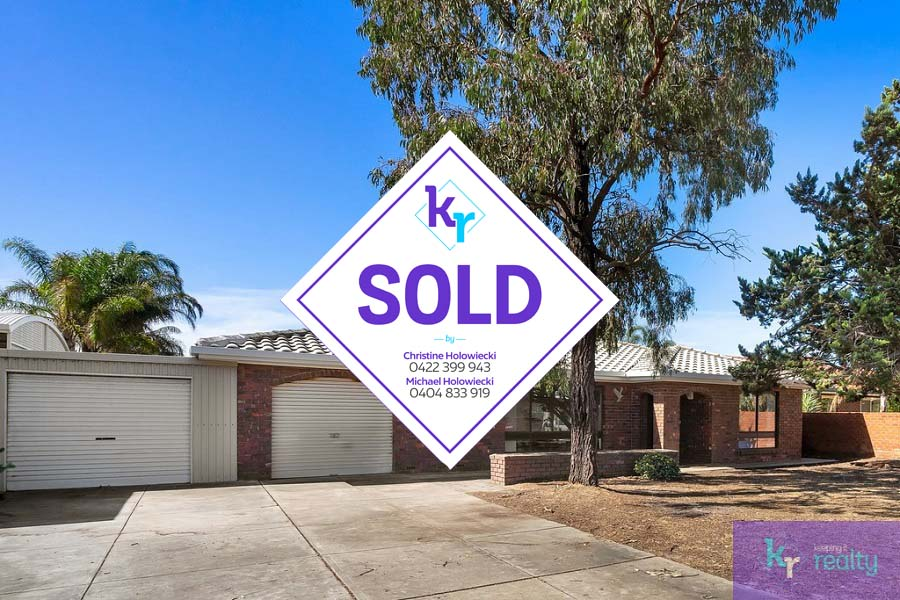 4 Mystic Court, North Haven - SOLD