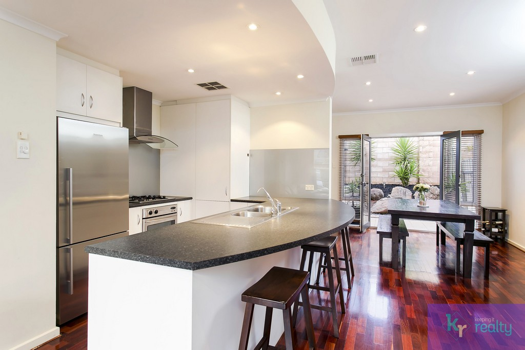 8-4 Cowell Place, Mile End - 05