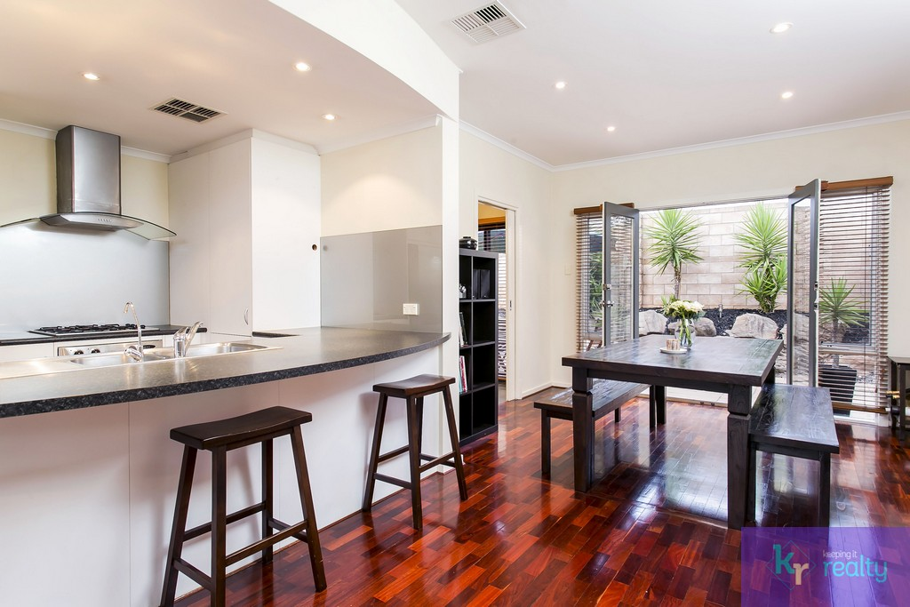 8-4 Cowell Place, Mile End - 06