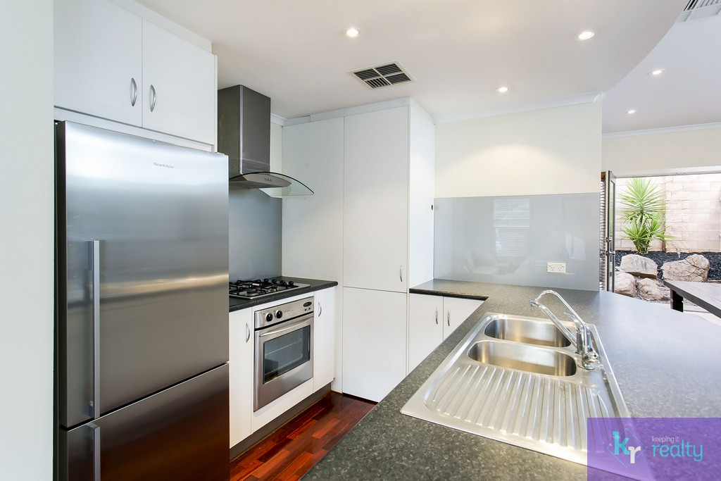 8-4 Cowell Place, Mile End - 07